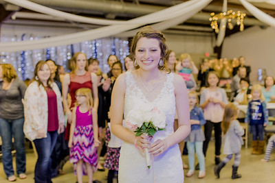 05015--©ADH Photography2017--MrAndMrsViox--Wedding