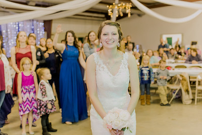 05025--©ADH Photography2017--MrAndMrsViox--Wedding