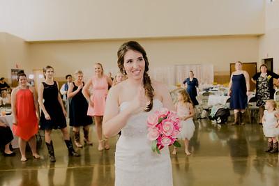 05677--©ADH Photography2017--DerekHollyVolker--Wedding