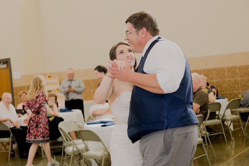 05075--©ADH Photography2017--DerekHollyVolker--Wedding