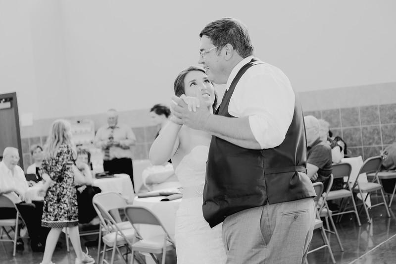 05076--©ADH Photography2017--DerekHollyVolker--Wedding