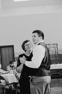05152--©ADH Photography2017--DerekHollyVolker--Wedding