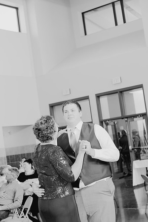 05162--©ADH Photography2017--DerekHollyVolker--Wedding