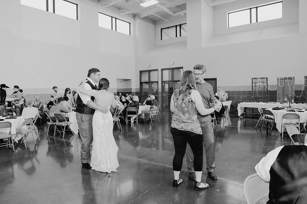 05132--©ADH Photography2017--DerekHollyVolker--Wedding