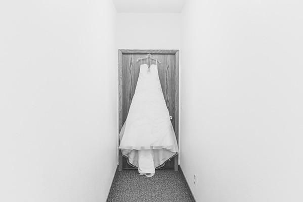 00004--©ADHPhotography2016--ZuegeWedding
