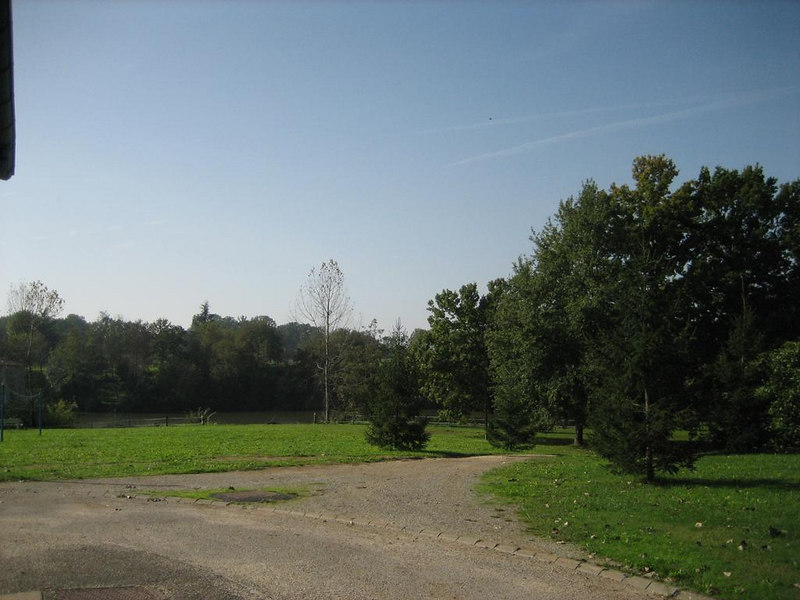 Camping site of the Guillalmes, in the distance the river le Lot, which runs right along the entire camping site.