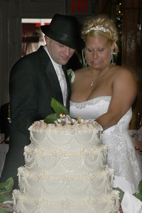 Natalie and Michael cutting the wedding cake - Pittsburgh, PA ... September 9, 2006 ... Photo by Rob Page Jr.