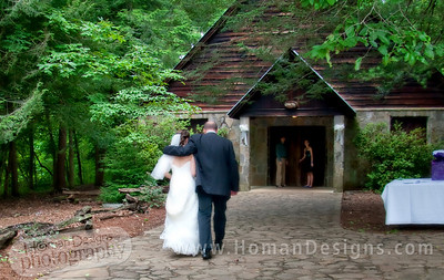 Hannah and her father ready to walk in the chapel.
