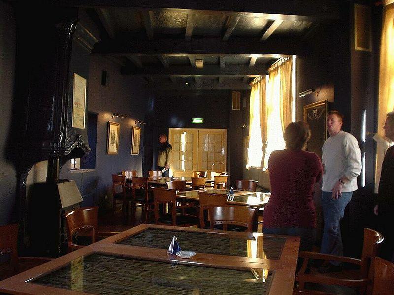 Blauwe zaal, vanaf de bar