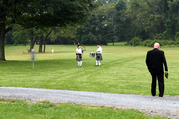 The bagpiper and the drummer added some ambiance before the ceremony.