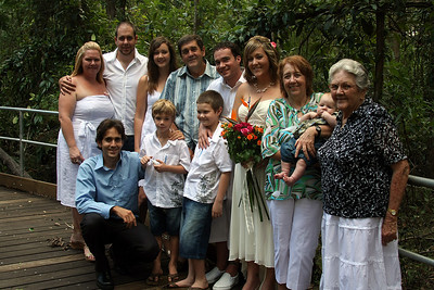 Danela, Damian, Krishana, Ken, Ryan, Natarsha, Margaret, Ryder, June, Trent, Caelan, Lachlan.  Natarsha and Ryans Wedding, Brisbane, Australia, December 2007. Raven Street Reserve at McDowall. Photography by Trent Williams.