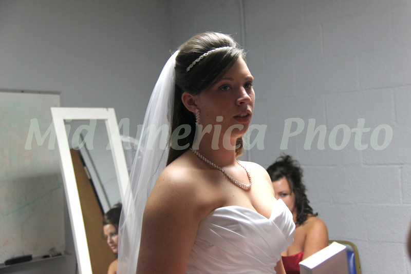 Bride and bridesmaids preparing for the wedding