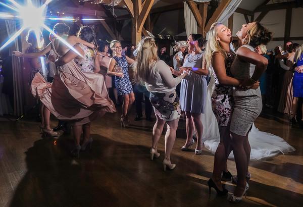 Amy & James, Sandhole Oak Barn Wedding Photography by Cheshire wedding photographer Richard Milnes