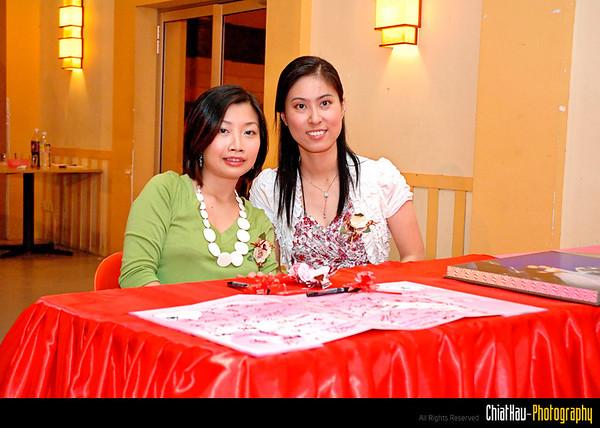 LB and Ah Hun Posing... :D (as receptions)