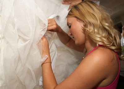 Norfolk bride and bridal party getting ready for a wedding in New York