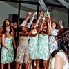 bouquet toss - photos of bouquet toss : Bouquet toss - pictures of bouquet toss at wedding