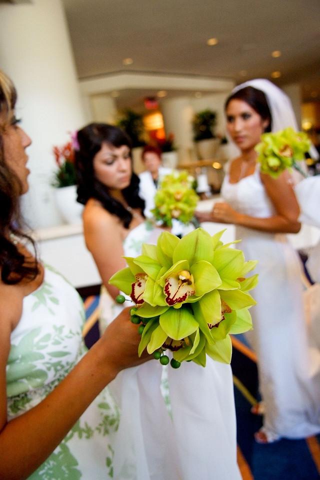 green bridesmaid bouquets