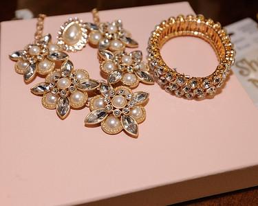 Tiffany & Tori-040415-4046