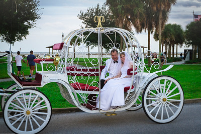 supple_wedding_carriage_ride_1045