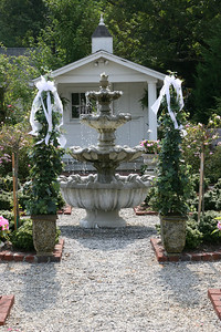 The fountain added to the romance of the setting.