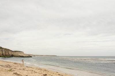 2154_d700_Ellen_and_John_5-Mile_Beach_and_Deerhaven_Bonny_Doon_Wedding_Photography_SG