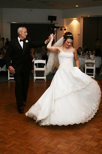 Father daughter dance.  Photography by Laina | Dade City | Central Florida Wedding Photographer.