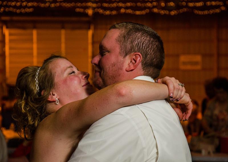 Loehrs wedding bride and groom dancing