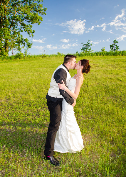 Wiskus wedding kissing in the grass