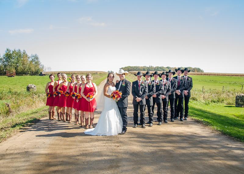 Schwarz wedding party in road