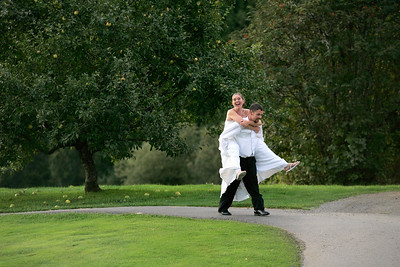Jen and Kris run out onto the golf course