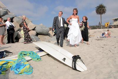 Jenn walks down to her wedding site on the beach
