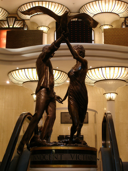 The Diana and Dodi statue at Harrod's