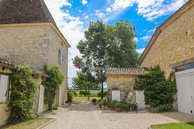 wedding photography Chateau De Saint Paul, Boudy De Beauregard, France