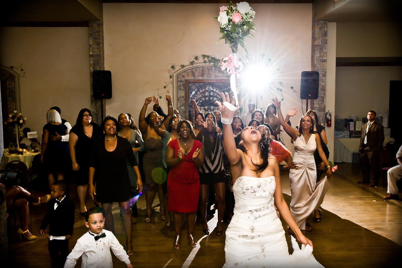 "<p><a href=""http://www.wedding.jabezphotography.com/Weddings/Wedding-the-Grand-Long-Beach/7361211_RAjcM#473903046_kfosn"">the grand event center long beach</a></p>"