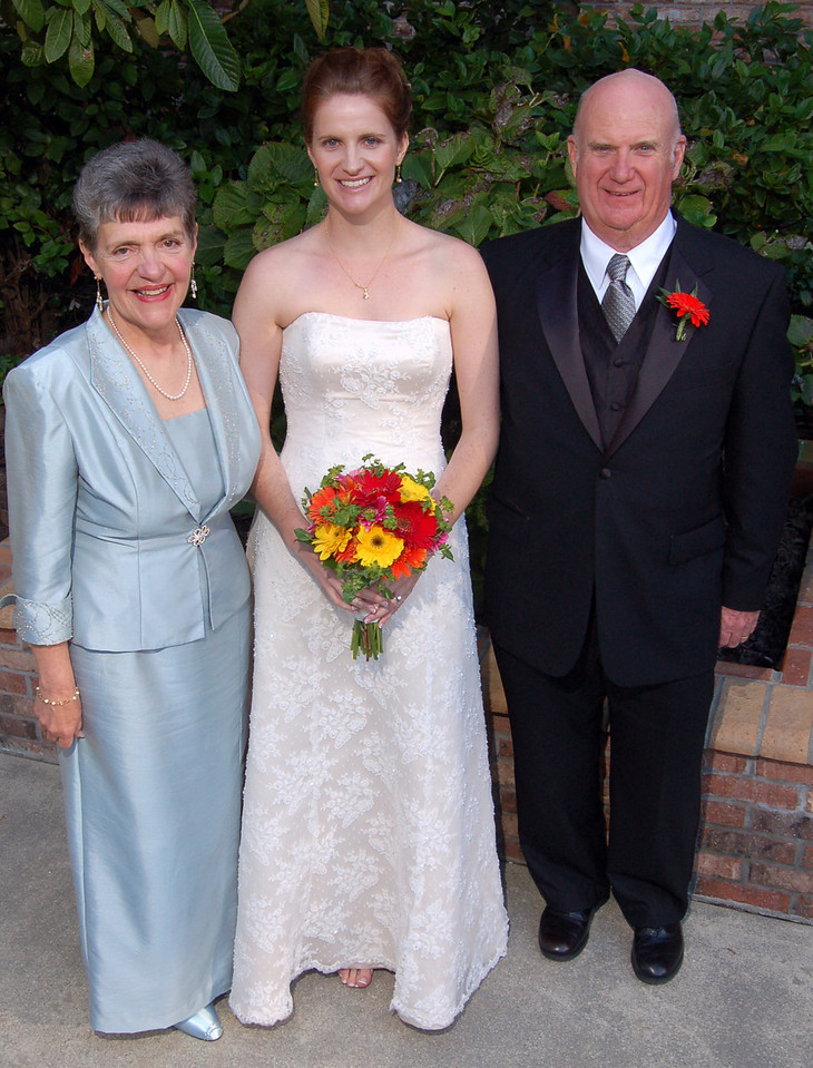 Traditional portrait with the bride and her parents.