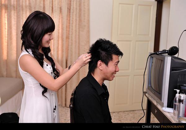 Winnie also help Chua on his minor hair do as well. :)