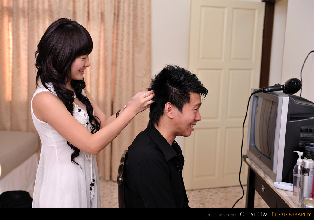 Winnie also help Chua on his minor hair do as well. :)
