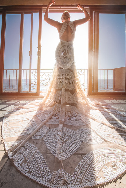 This Triathalon running bride looked absolutely stunning in her amazing wedding dress. Her suite overlooking the Pacific Ocean at Villa Del Paraiso in Rosarito, Mexico was completely perfect too.