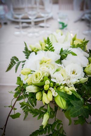 Arrangements de tables pour le dîner du mariage