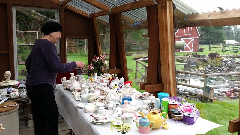 The master teapot sculptor at work