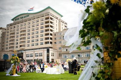 Huwelijksceremonie op het terras van Grand Hotel Huis ter Duin