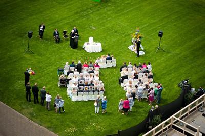 Huwelijksceremonie op het terras