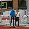 Daphne en Linsie aan het opwarmen voor hun 100m