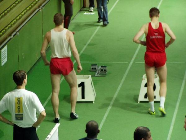 Bas bereidt zich voor voor de Vorlaufe 60m.