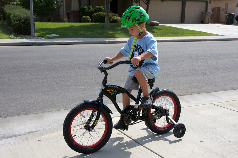Like father, like son. Donovan's new Electra cruiser.