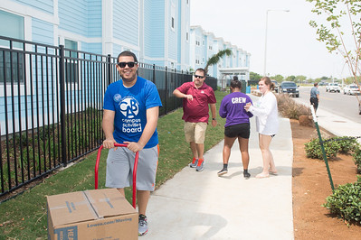 Gabriel Diaz with CAB assists students during Move In Day at Momentum Village.