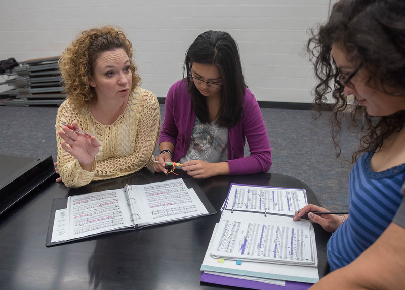 Dr. Thacker assists students Crystal Aguilar  and Jillian Scaff during their Choir class.