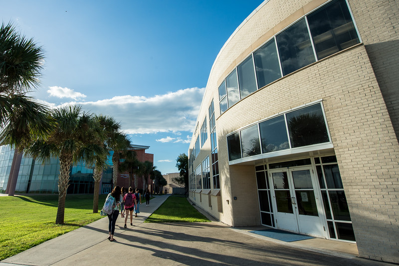 Students start their day by making their way between the University Services Center and the Performing Arts Center.