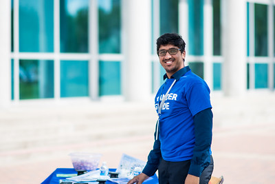 Islander Guide Sai Varun Polishetty, assists students on their first day of the 2017 Fall Semester.