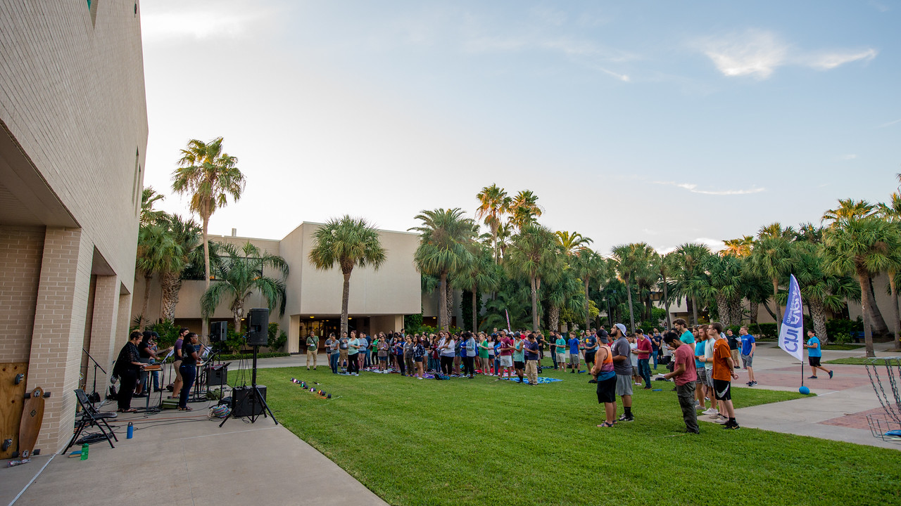 Chi Alpha hosts an open concert to Islanders in the Center for Instruction courtyard.